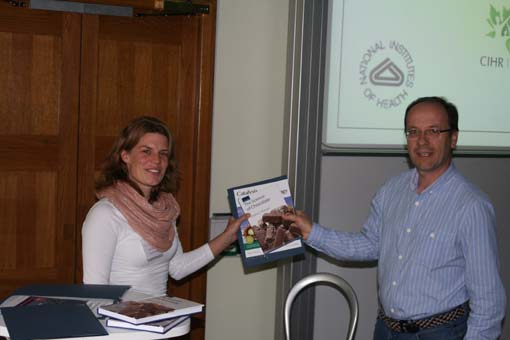 Prof. Nigel Simpkins presenting Hilde van Hattum her Catalysis Science & Technology prize