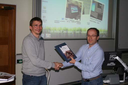 Prof. Nigel Simpkins presenting Dirk Heyl his Organic & Biomolecular Chemistry prize