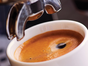 The amount of caffeine in coffee varies depending on preparation conditions - research by Alan Crozier