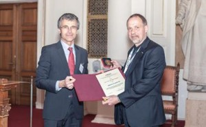 Professor Detlef Günther being awarded with the Emich Badge